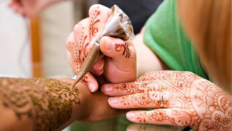 Image result for Janavasam & Nischaiyartham: Inviting the groom to the 'mandapam'